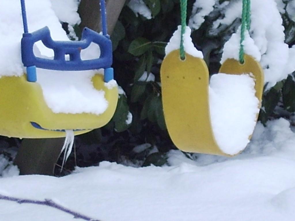 Sneeuw op schommel